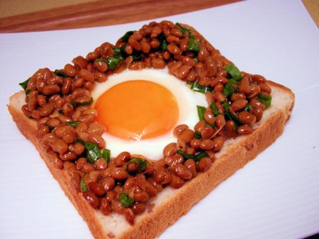納豆目玉焼き和風トースト