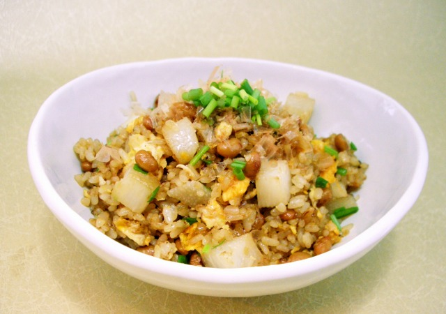 そぼろ納豆と長芋、おかかの雑穀チャーハン