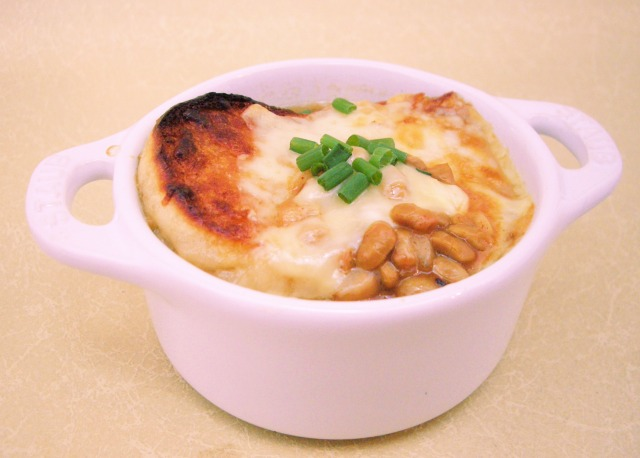 わら納豆の和風オニオングラタンスープ